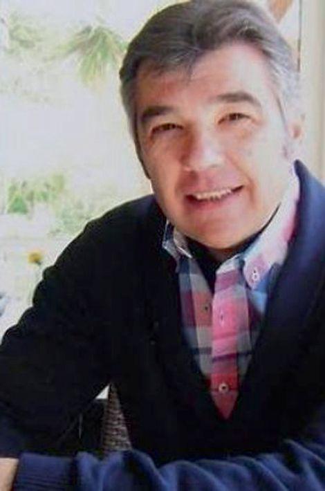 Stéphane, 52 ans, Parisien, originaire de Vendée, était maître d'hôtel. Il a été tué d'une balle perdue dans son studio situé près du Bataclan, retrouvé le samedi 14.