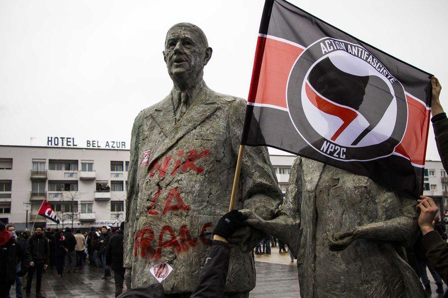 La statue du général De Gaulle taguée