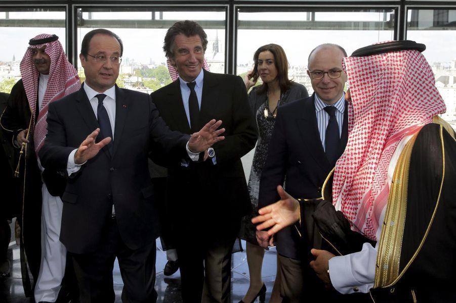 Ici avec François Hollande, Jack Lang devient officier
