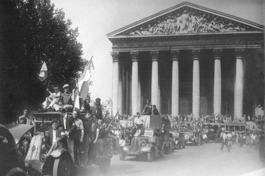 Le 25 août 1944, les soldats français défilent place de la Madeleine