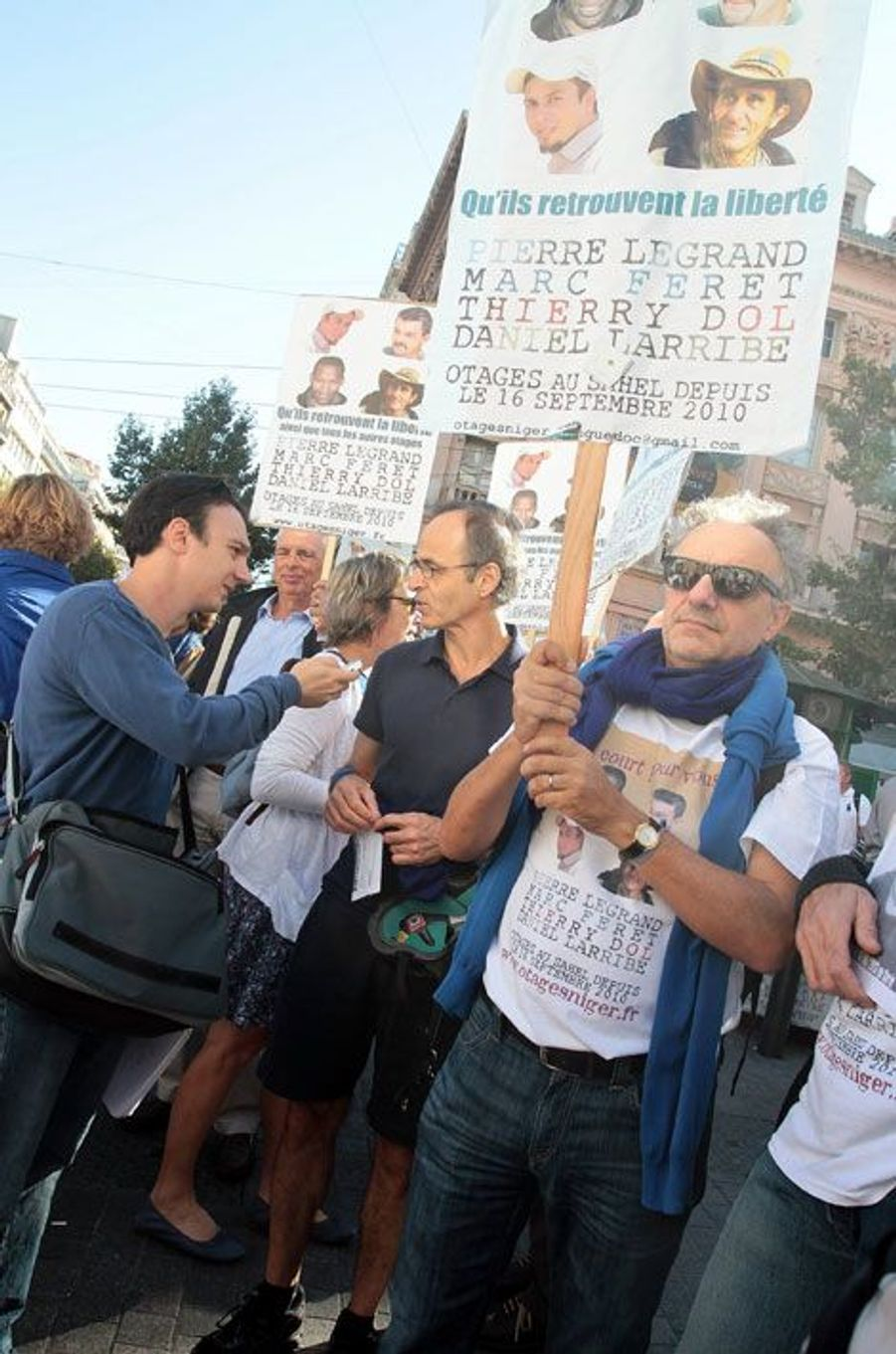 Jean-Jacques Goldman défile pour les otages