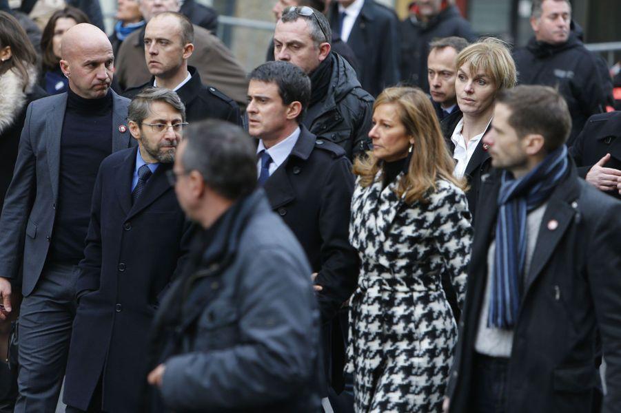 Manuel Valls et Anne Gravoin durant la marche républicaine à Paris