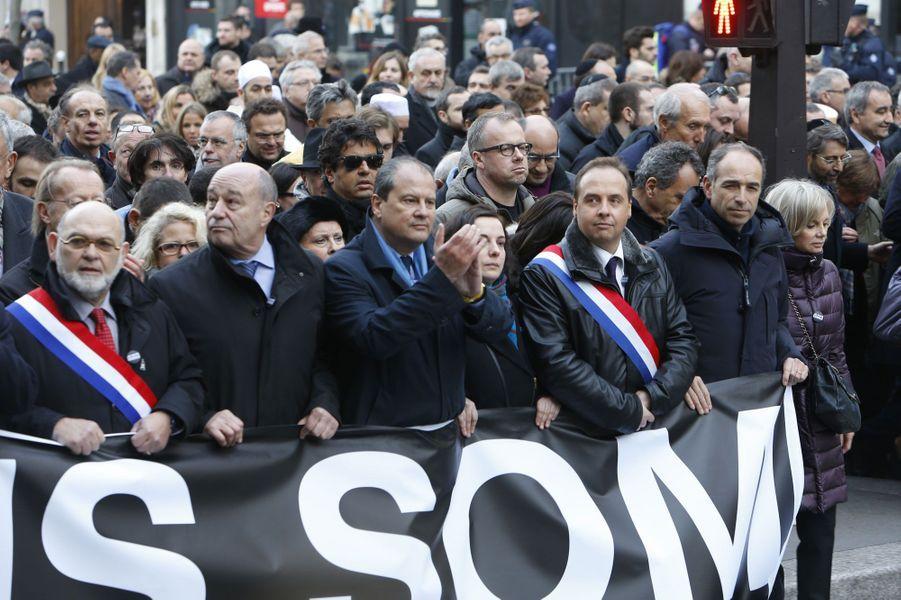 Robert Hue, Jean Yves Le Drian, Emmanuelle Cosse, Jean-Christophe Lagarde, Jean-Francois Copé et Elisabeth Guigou durant la marche républicaine