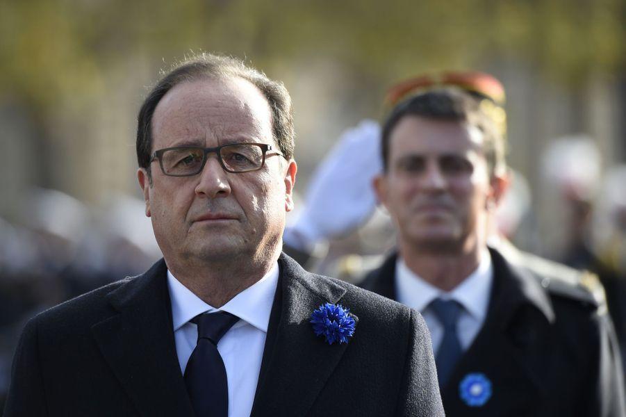 François Hollande et Manuel Valls sur les Champs-Elysées pour la cérémonie du 11 novembre