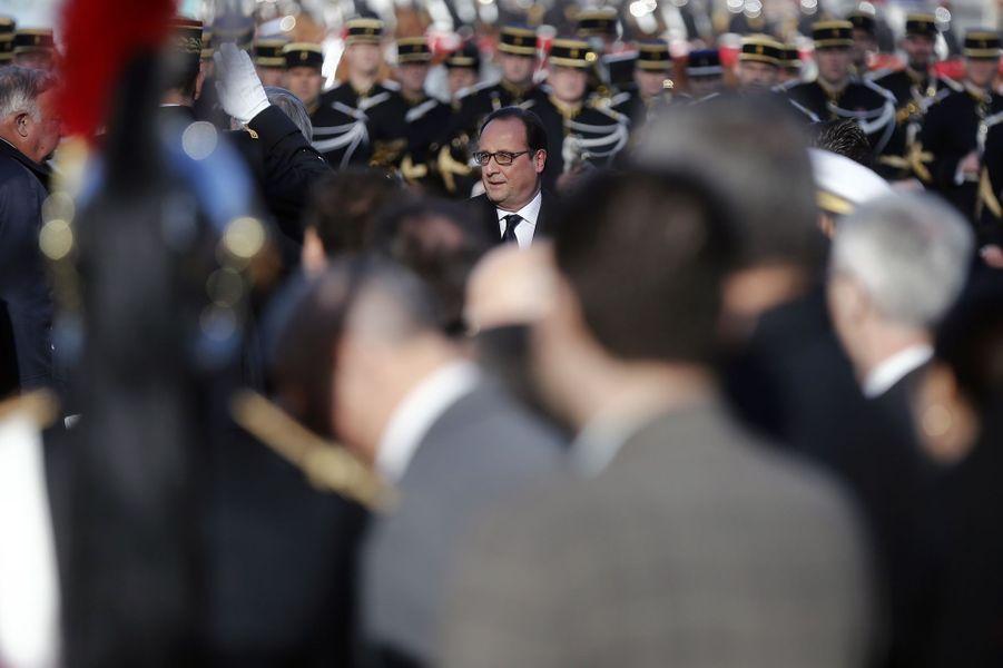 François Hollande sur les Champs-Elysées pour la cérémonie du 11 novembre