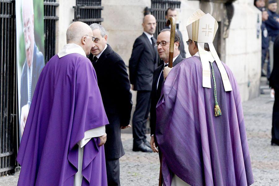 François Hollande à l'hommage à Christophe de Margerie qui a été rendu au sein de l'église Saint-Sulpice à Paris