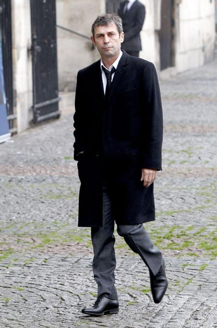 Frédéric Taddéi à l'hommage à Christophe de Margerie qui a été rendu au sein de l'église Saint-Sulpice à Paris