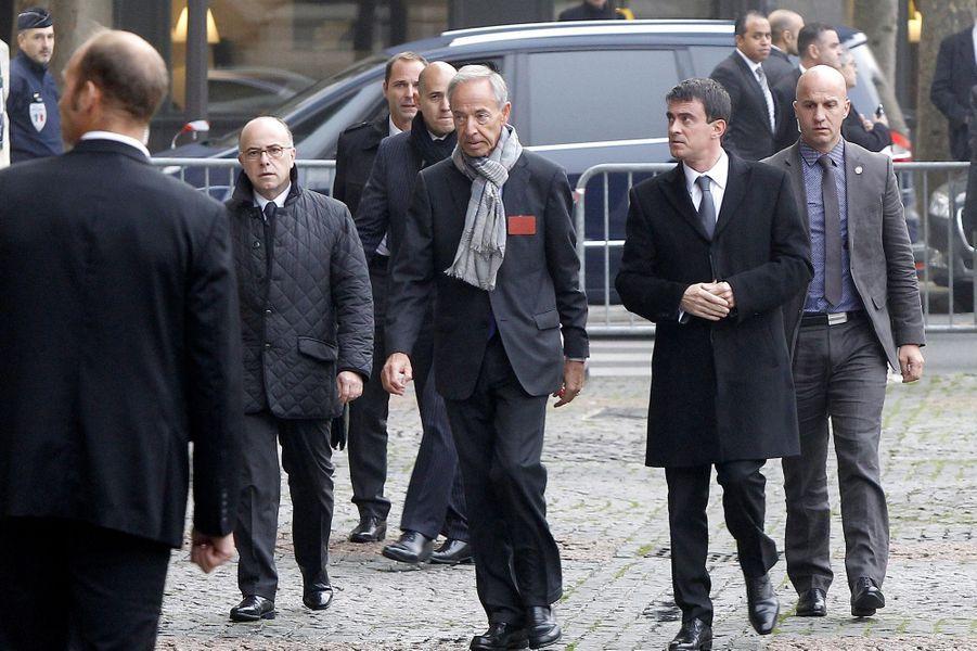 Manuel Valls à l'hommage à Christophe de Margerie qui a été rendu au sein de l'église Saint-Sulpice à Paris