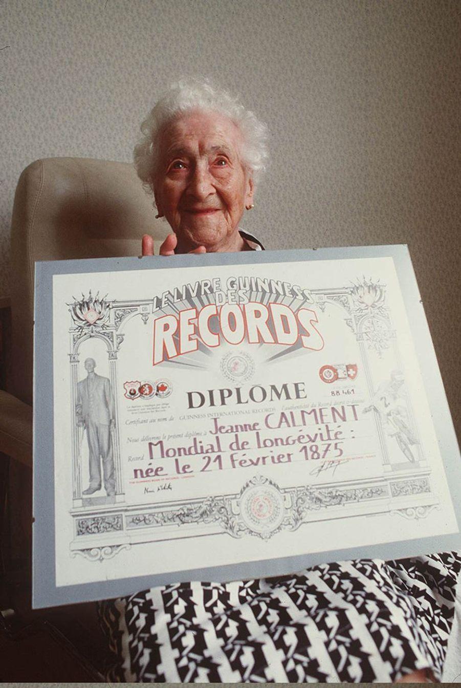 Jeanne Calment devient la doyenne de l'Humanité en 1988.