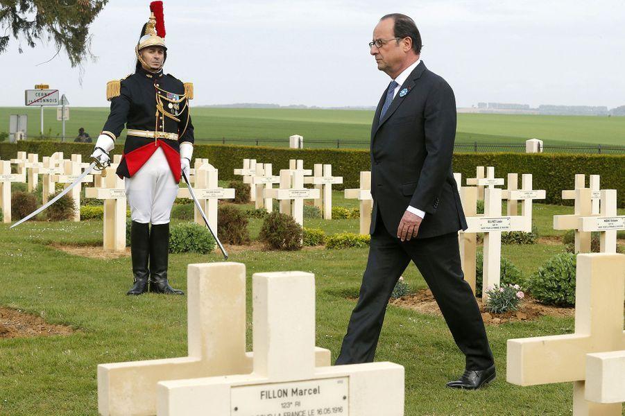 François Hollande àCerny-en-Laonnois pour la commémoration du centenaire dela bataille du Chemin des Dames, le 16 avril 2017.