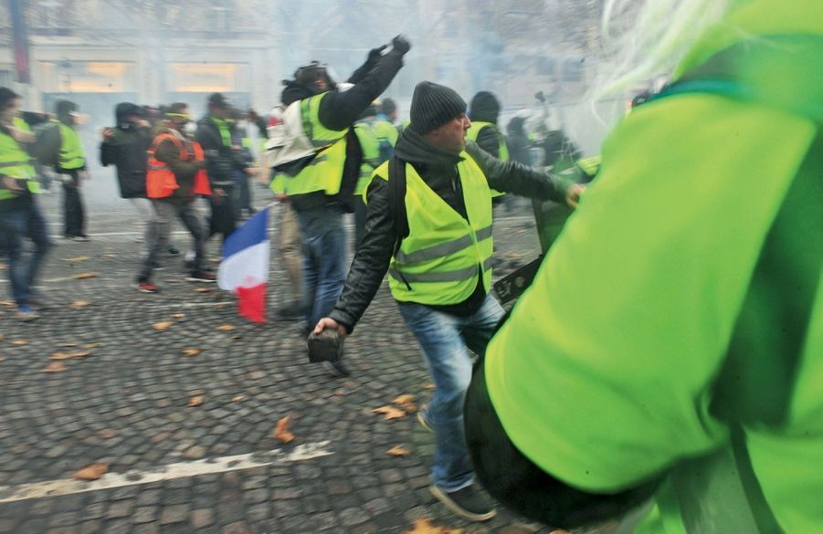 Remake de Mai 68 version « gilets jaunes ».