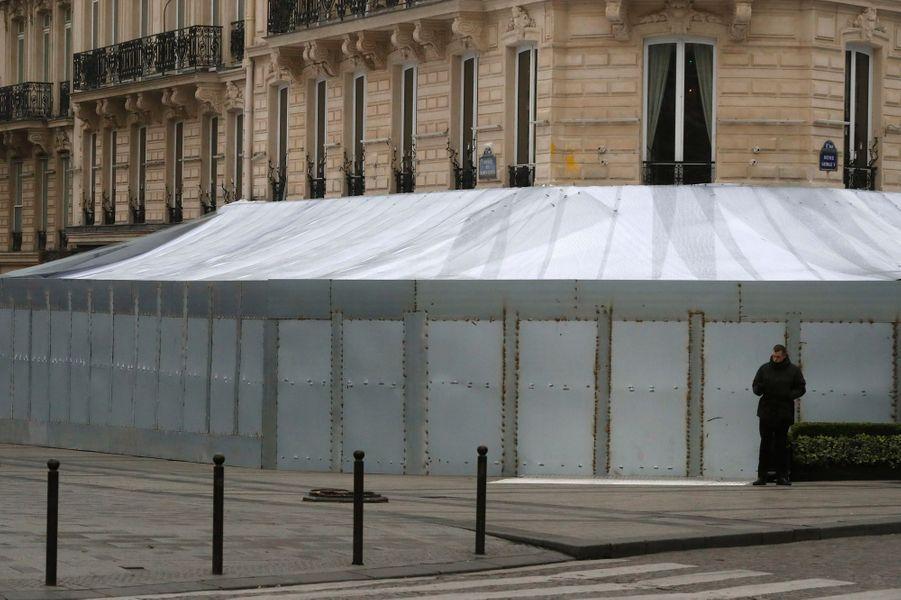 L'impressionnante protection autour du Fouquet's.