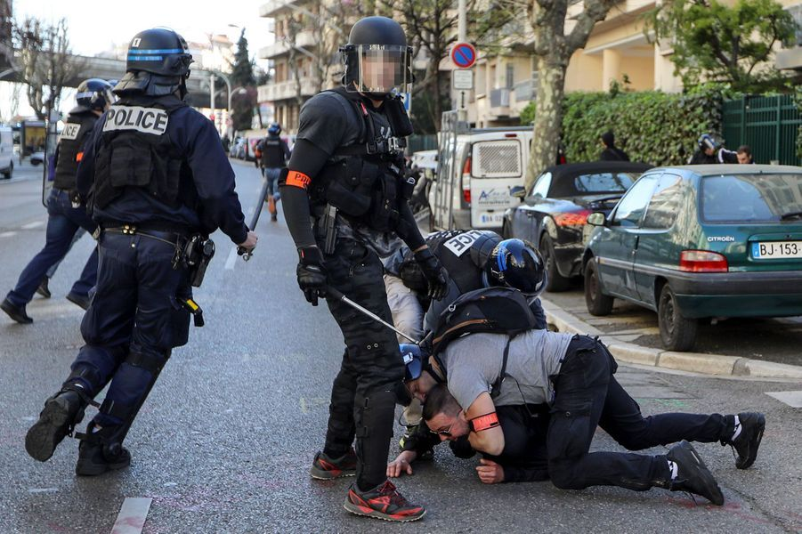 Intervention des forces de l'ordre à Nice, samedi.