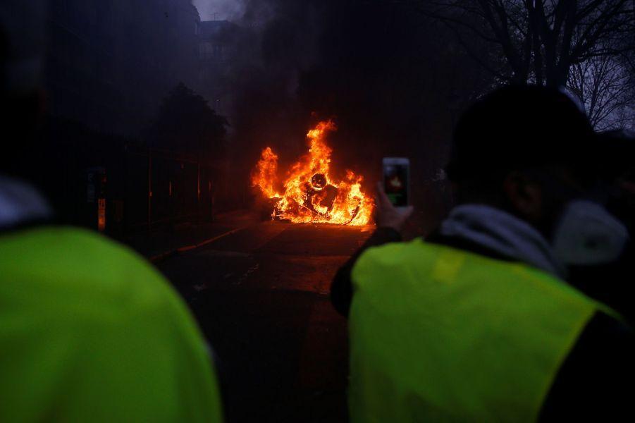 Des échauffourées entre gilets jaunes et forces de l'ordre samedi à Paris.