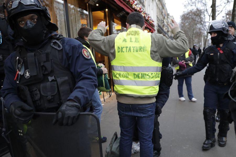 La manifestation des Gilets Jaunes à Paris, le 8 décembre 2018.