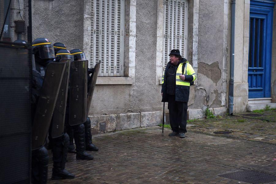 Manifestation Des Gilets Jaunes À Bourges ( 7