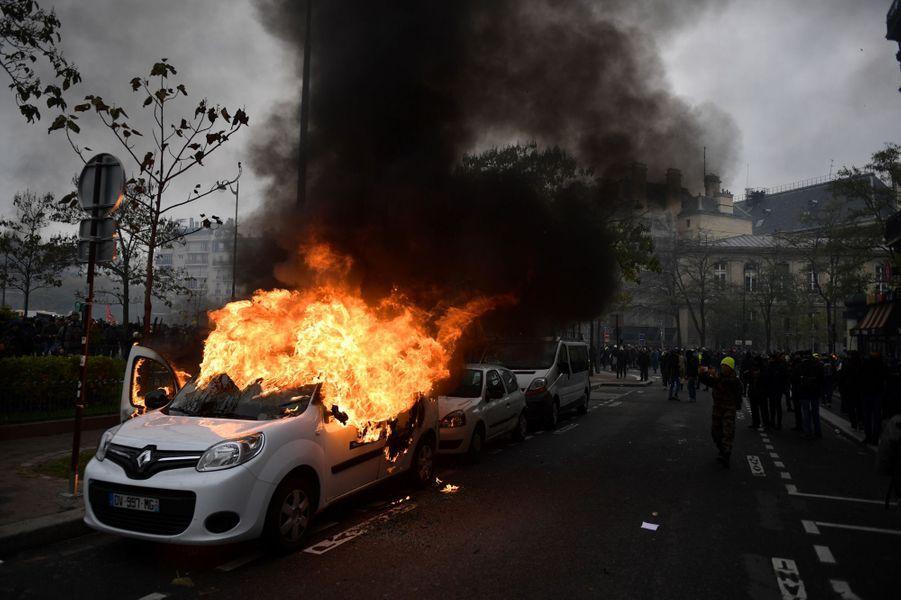 Laplaced'Italieétait samedi le théâtre de flambées de violence sporadiques.