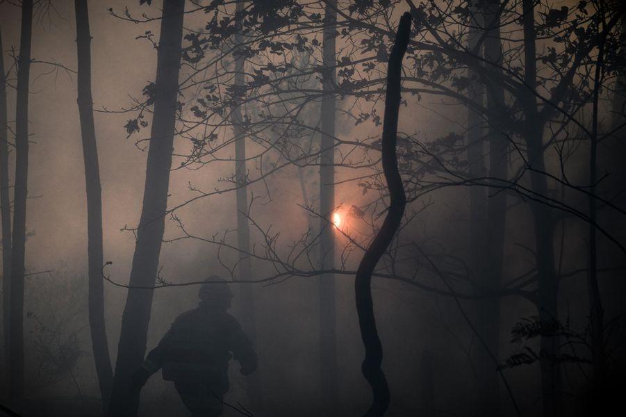 """L'incendie a été """"fixé"""" lundi soir en Gironde"""