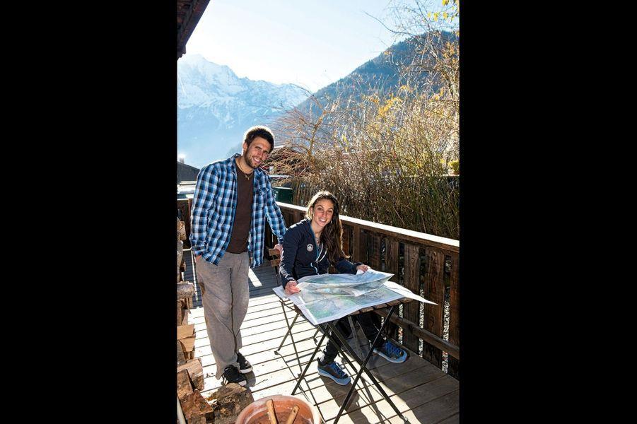 Fanny Schmutz, 29 ans « J'aime explorer » Jamais de routine. Cette ex-professeure des écoles a finalement suivi son cœur et ses gènes pour devenir guide, comme son père et son mari, Damien (en médaillon, le couple chez lui à Servoz). Même les vacances sont consacrées à l'aventure : ici, dans les Rocheuses canadiennes.