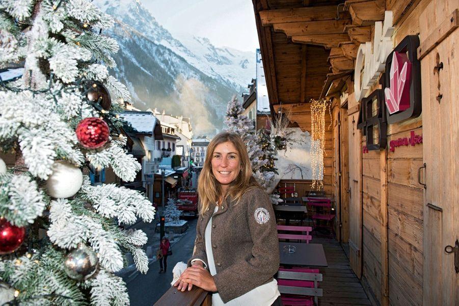 Fleur Fouque, 31 ans « Ce métier coule de source » Comme sa copine Fanny, Fleur est fille de guide et a d'abord choisi le métier d'institutrice. Mais l'appel des sommets a fini par l'emporter. Des Alpes au bout du monde, comme ici au Népal à l'assaut de l'Ama Dablam, une ascension particulièrement difficile.