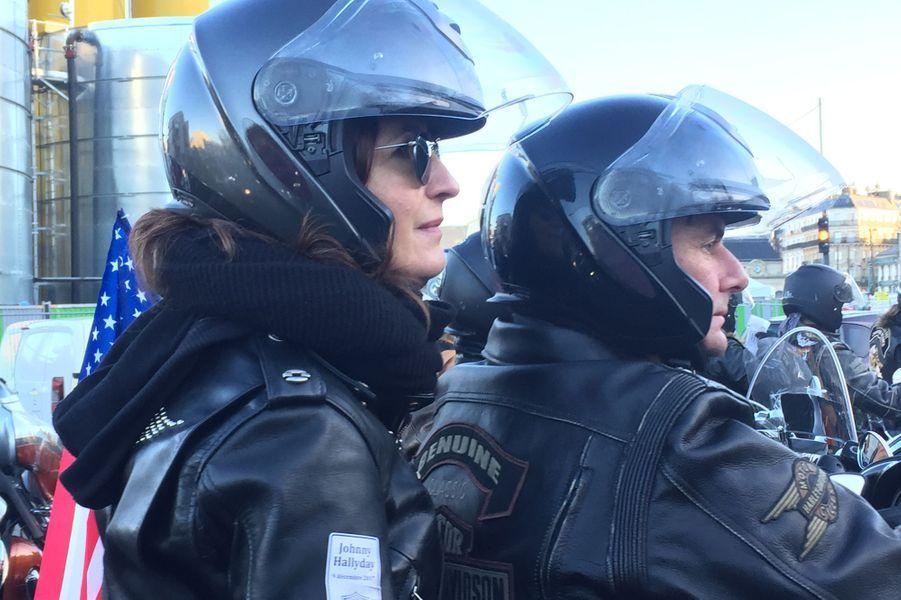 Hommage à Johnny Hallyday : avec les bikers direction Porte Maillot
