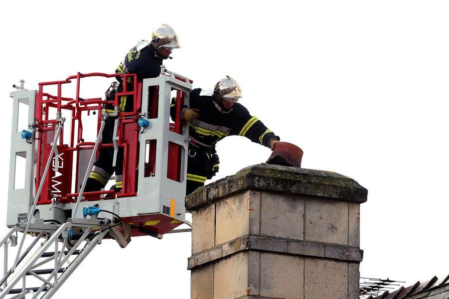 La rosace de la célèbre cathédrale de Soissons a été largement endommagée par les vents violents.