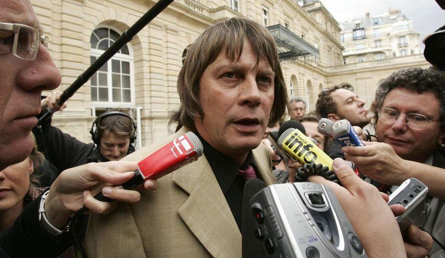 Bernard Thibault , le secrétaire général de la CGT songerait à abandonner son poste plus tôt que prévu, selon Le Parisien. A la tête du syndicat depuis 1999, il a été réélu pour un quatrième mandat en 2009. Celui-ci doit normalement s'achever en 2012 mais le leader syndical pourrait bien jeter l'éponge avant la fin de l'année. Fatigué par des actes de malveillances à répétition et par les luttes internes au sein du syndicat, Bernard Thibault souhaiterait préparer la transition en permettant à son successeur de s'installer avant les présidentielles de 2012, indique le quotidien.