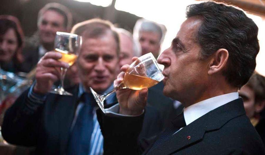 Le président Nicolas Sarkozy a fait étape mardi durant sa visite en Alsace dans une ferme laitière à Mittelhausen, à une vingtaine de kilomètres de Strasbourg, modèle de l'agriculture traditionnelle régionale, révèle le site du quotidien l'Alsace.