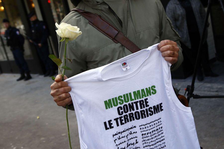 Les jeunes musulmans contre le terrorisme, le 13 novembre 2017 devant la Bataclan