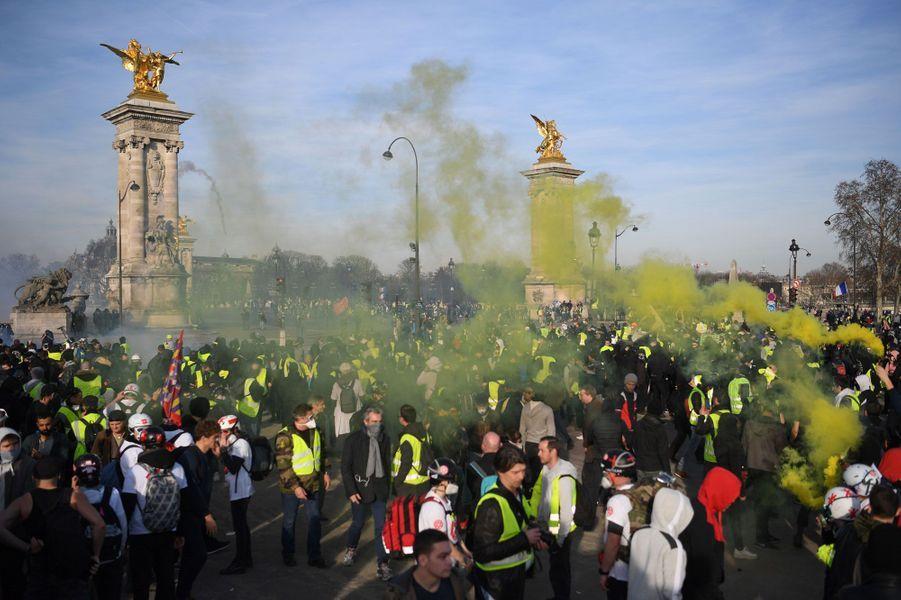 Des «gilets jaunes» à Paris, samedi 16 février.