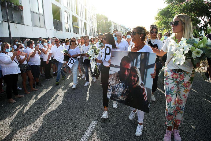 Les proches de Philippe Monguillot lors de la marche blanche à Bayonne, mercredi