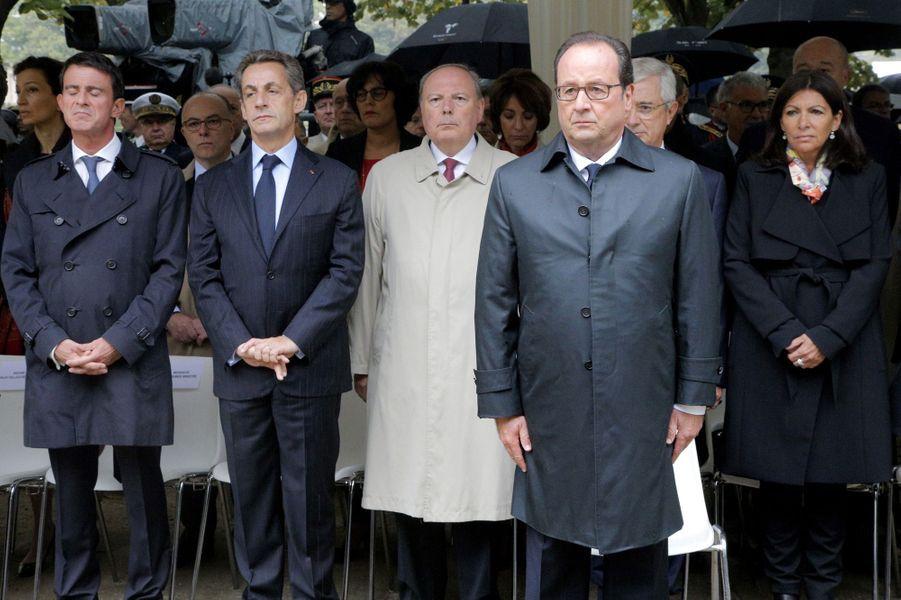 Manuel Valls, Nicolas Sarkozy, François Hollande et Anne Hidalgoàla cérémonie d'hommage aux victimes du terrorisme aux Invalides, le 19 septembre 2016.