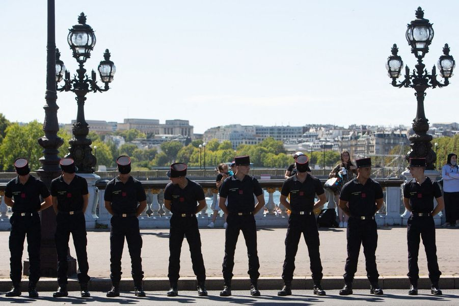 Les pompiers sur le pont Alexandre III.