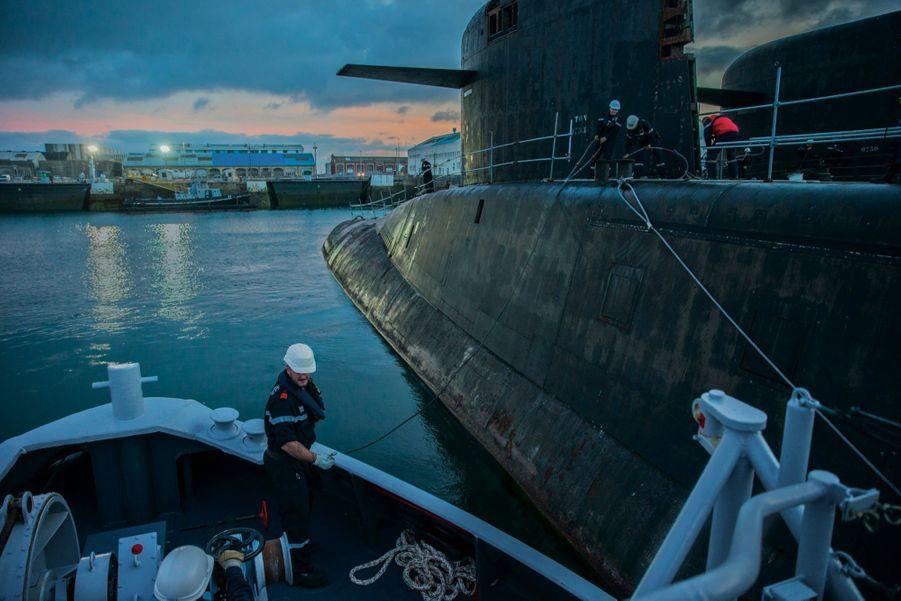 A Cherbourg, le 11 septembre, « Le Tonnant » quitte le bassin Napoléon-III de l'arsenal pour rejoindre les chantiers de Naval Group.