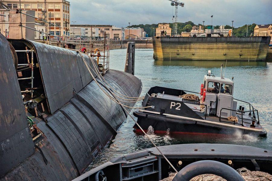 Le tractage du sous-marin, le 11 septembre : une opération technique délicate.