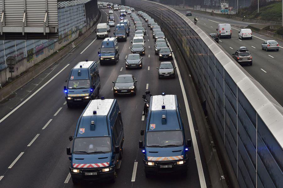 Les chauffeurs VTC ont repris vendredi matin leur bras de fer avec Uber