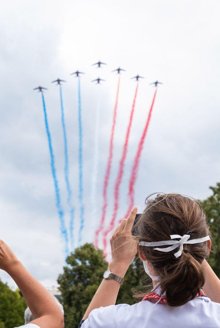 LaPatrouille de France mercredi au dessus de l'hôpital André Mignotau Chesnay.