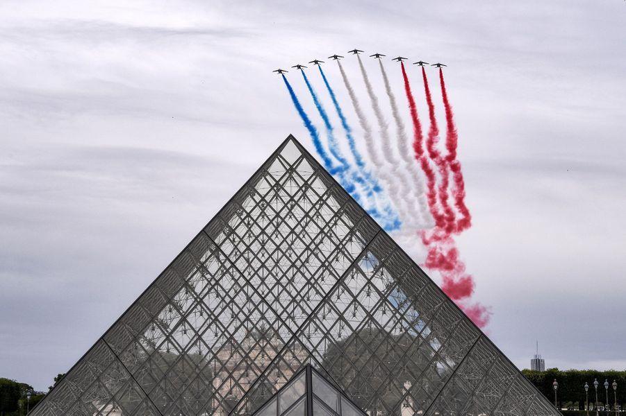 Premier passage de la Patrouille de France lors de la cérémonie du14-Juillet à Paris.