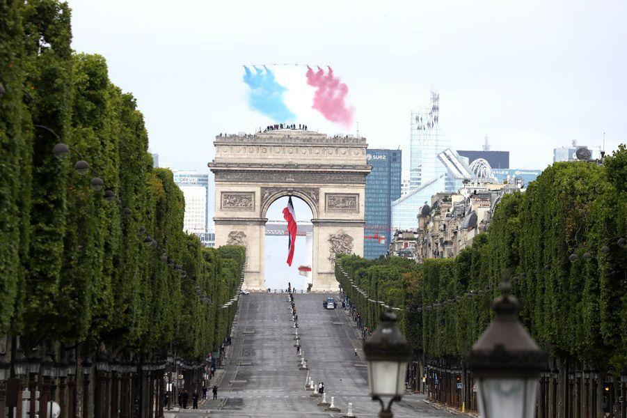 Le passage de la Patrouille de France lors du défilé du 14-Juillet.