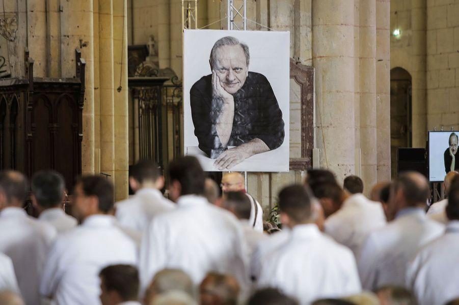 Une centaine de Chefs a assisté à une cérémonie hommage àJoël Robuchon à Poitiers vendredi
