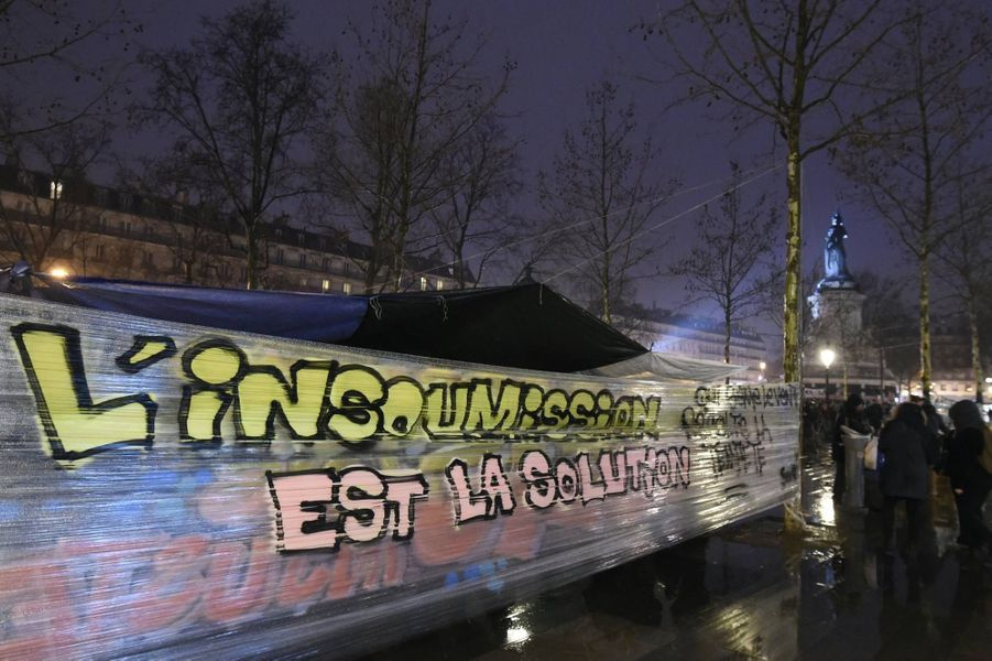 """Le mouvement """"Nuit debout"""" s'installe à République"""