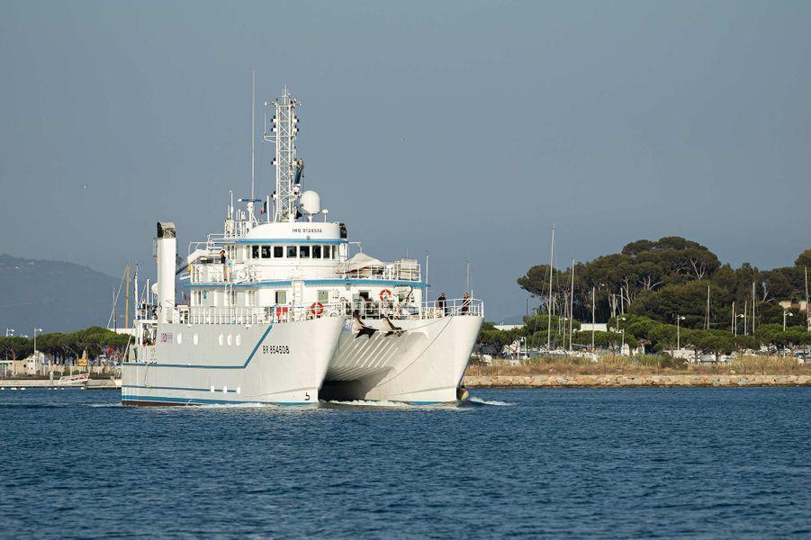 «Seconde phase de la nouvelle campagne de recherche du sous-marin La Minerve, disparu le 27 janvier 1968 au large de Toulon. Du 3 au 13 juillet 2019, l'Antea, navire de recherche pluridisciplinaire de l'Institut de Recherche pour le Développement (IRD), met en œuvre un drone sous-marin AsterX de l'IFREMER chargé de rechercher des anomalies sur le fond marin, à environ 2300 mètres sous la surface de l'eau.Àl'image, l'Antea qui appareille du port de La Seyne-sur-mer.»