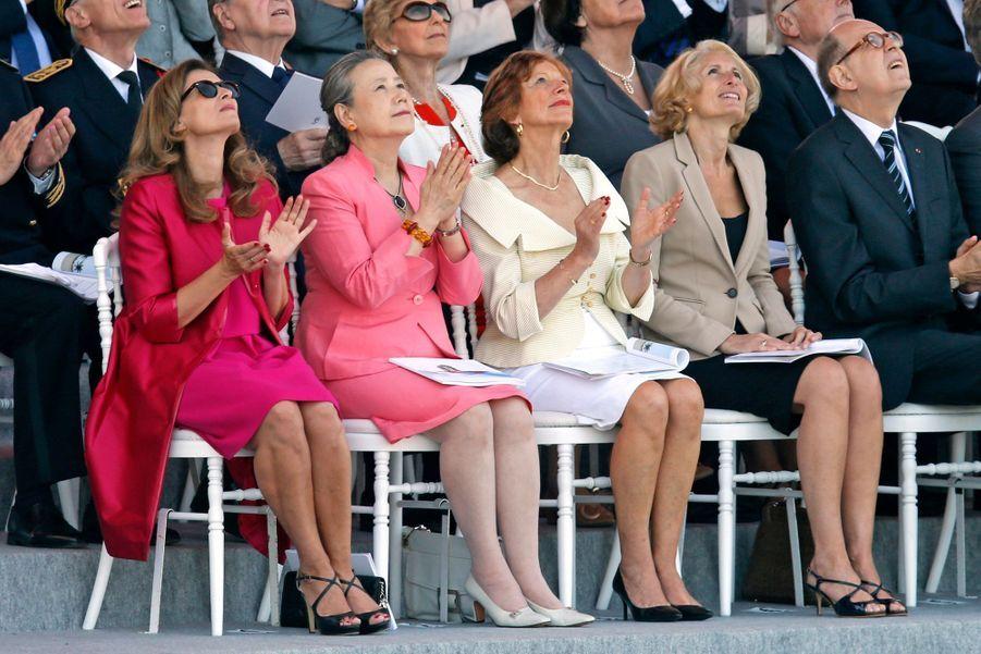 Valérie Trierweiler est assise à côté de Yoo Soon-taek, la femme du secrétaire général de l'ONU, Ban ki-Moon.