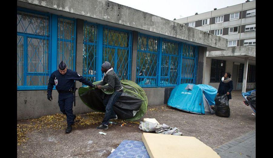 Lundi 7 novembre, au petit matin, alors que les enfants sont partis à l'école et que certains occupants travaillent, le camp est évacué par des policiers municipaux et des gendarmes mobiles.