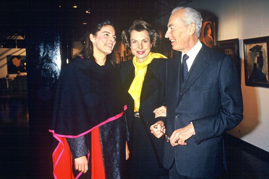 """André Bettencourt, Liliane Bettencourt et leur fille Françoise à la représentation de """"Feminissima"""" en 1987."""