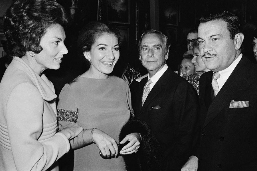Liliane Bettencourt, Maria Callas, Joseph Fontanet et Jacques Baumel lors du gala pour la Fondation pour la Recherche Médicale (FRM) au Grand Palais, à Paris, en octobre 1970.