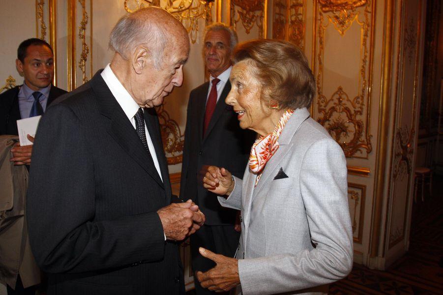 Valery Giscard d'Estaing et Liliane Bettencourt à un dîner de charité pour la recherche cardiovasculaire, le 30 septembre 2009 à Paris.