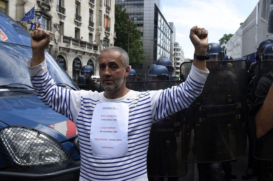 Loi travail: Une manifestation à Bastille sous le soleil et sans incident