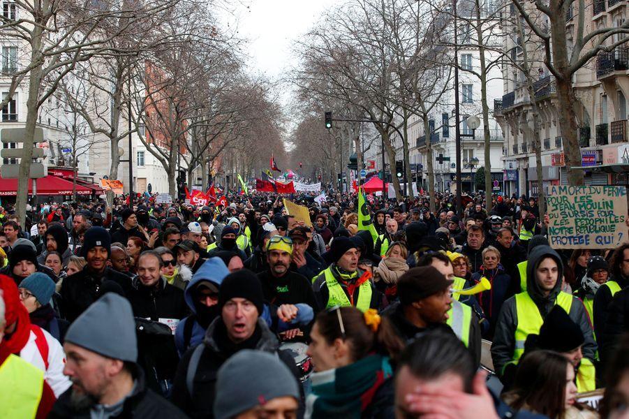 Magasins Saccages Jets De Paves A Paris La Manifestation Du 11 Janvier Degenere