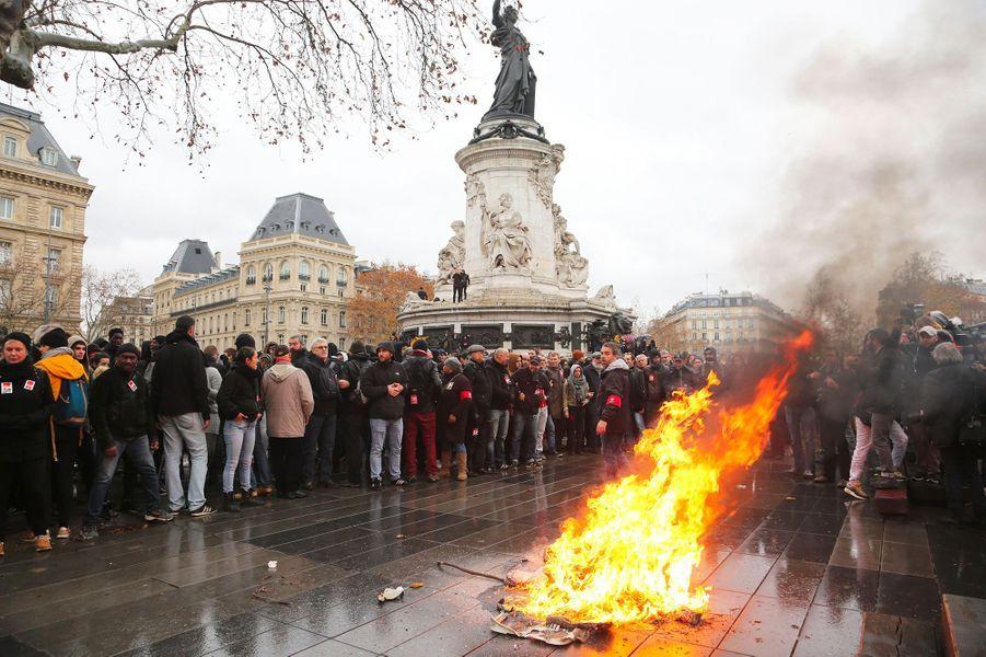 Vendredi après-midi, Place de la République à Paris.